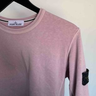 säljer min stone island tröja i ljuslila. den är köpt här på plick och den är varsamt använd. pm för mer info eller mer bilder!!
