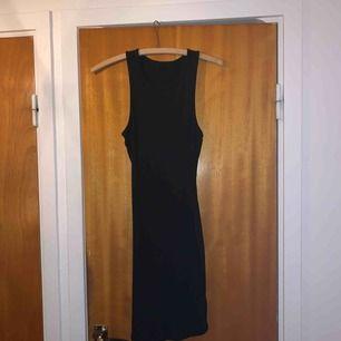 tajt suuuperskön klänning perfekt för sommaren! Frakt på 36kr tillkommer, kan mötas upp i helsingborgsområdet & hässleholm