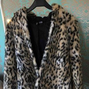 Nu säljer jag min snygga leopard jacka som är knappt använd! Den ser helt ny ut och har bara använts ett fåtal gånger, skriv om du vill ha fler bilder❤️  Pris går att diskutera