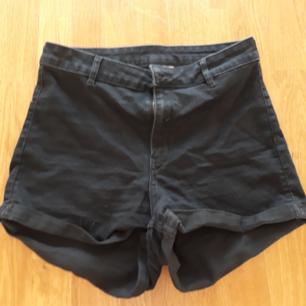 Säljer dessa fina shortsen pga att de är för små. Dock får man ett jävla snyggt ass i dem enligt mig hihi. Köparen står för frakten men kan mötas upp i Kalmar området. Hör av dig om du är intresserad eller har frågor !! :D