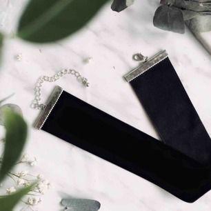 Super fin svart bred velvet choker. 👌🏻