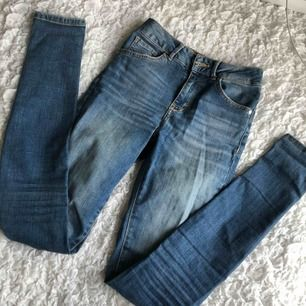 Snygga jeans från Bikbok med stretch! Använda MAX 5 ggr. Nypris 600:-!