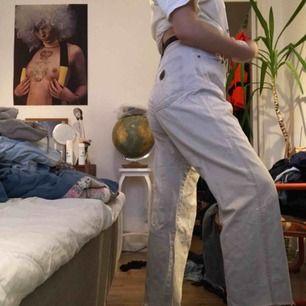 Sjukt balla moschino-jeans i gråvit färg! 🥰