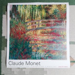 Säljer en Claude Monet-poster inköpt på Louisiana som jag ej har plats för. Den är lite sliten i kanterna pga häftmassa, men inget som förstör intrycket. 62x66 cm.  Kan mötas upp eller så står köparen för frakt!