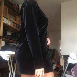 Sammetsklänning storlek M. Möts i Stockholm eller så betalar köparen frakten