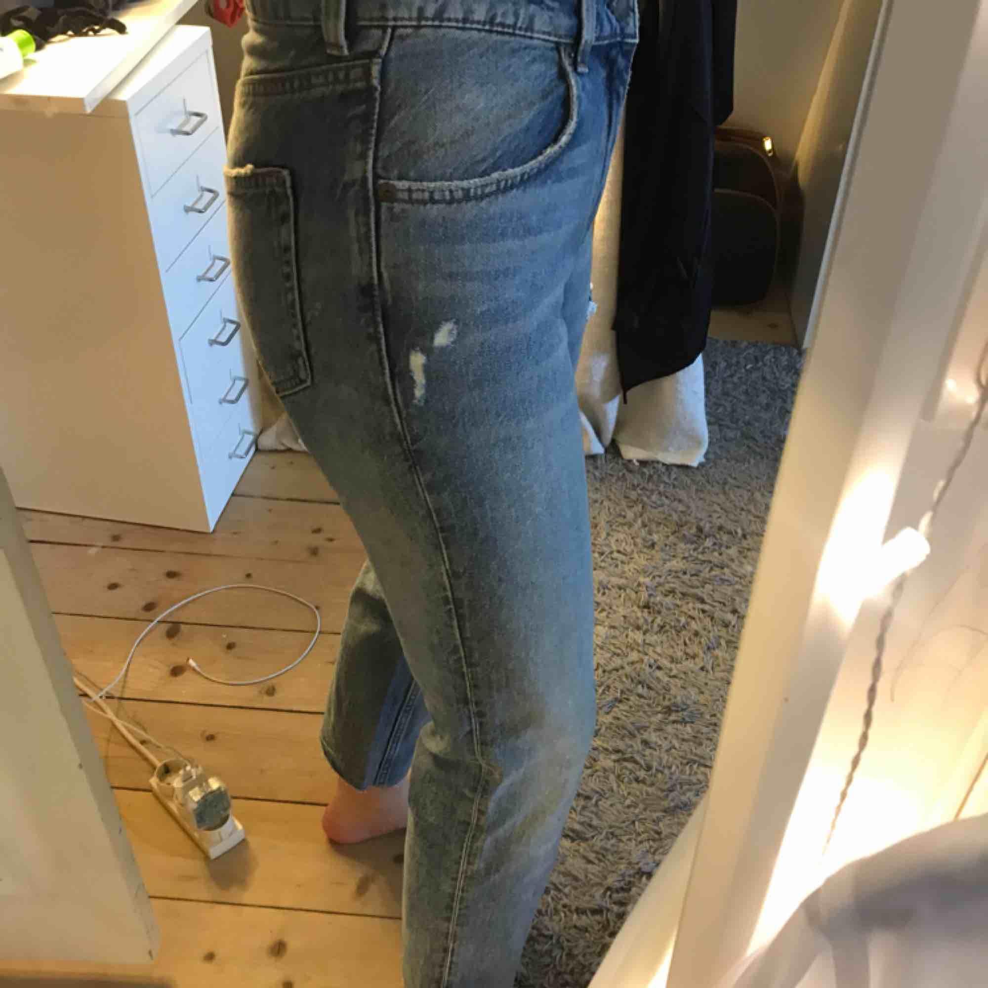 Ett par jeans från Cheap Monday i storlek 25. Inte alls använda mycket så i jättefint skick! Köparen står för frakten🖤. Jeans & Byxor.