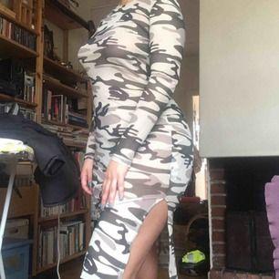 Klänning från missguided i mesh tyg, använd 1 gång. Möts i Stockholm eller så betalar köparen frakten