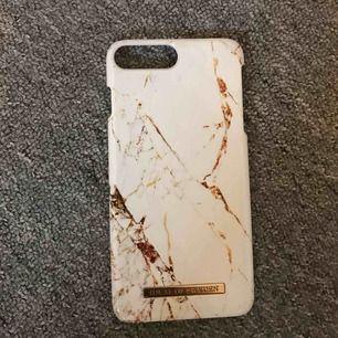• Mobilskal för iPhone 7 eller 8 plus • Första är köpt på iDeal Of sweden (mitt pris ~ 100kr) • De andra två är köpa från Wish (mitt pris ~ 15kr/st) • Fraktar endast! Köparen står för frakten