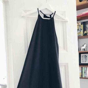Svart klänning från Zara.