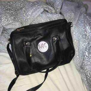"""En """"Michael Kors"""" väska. Aldrig använd. Köpare står för frakt"""