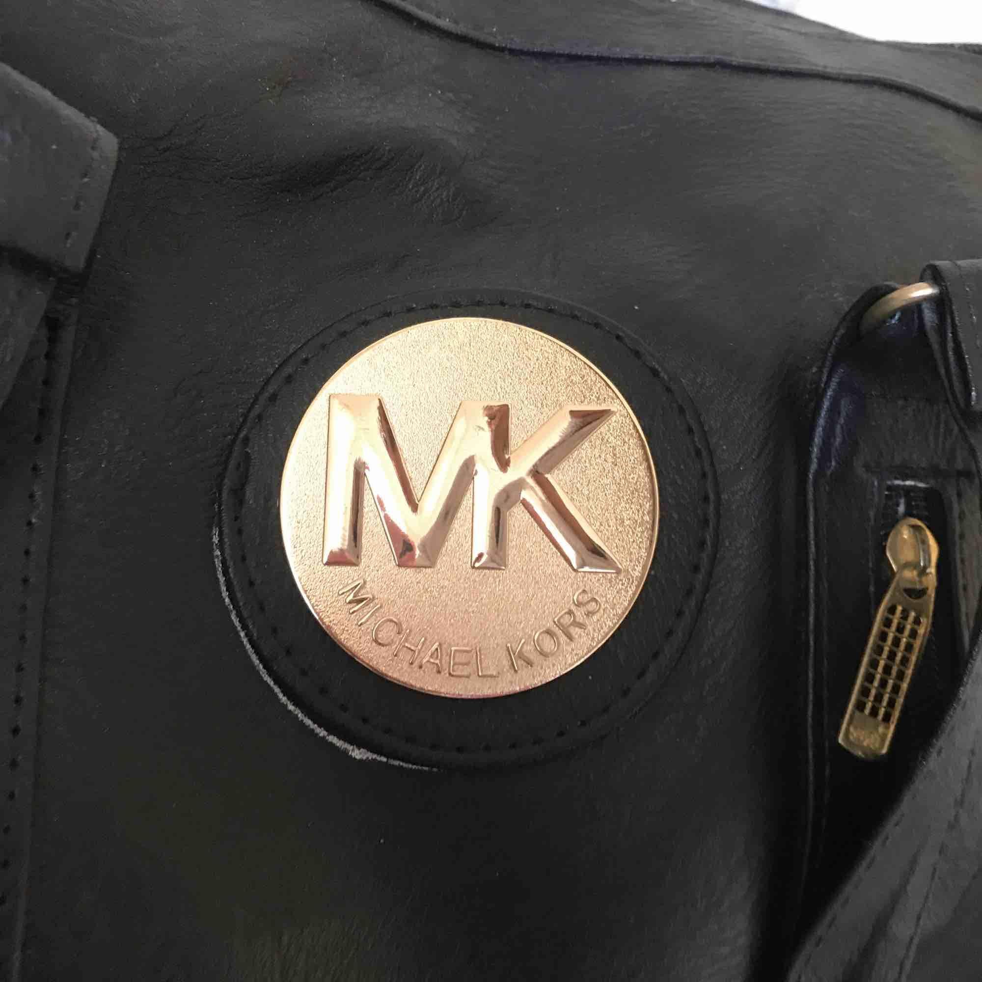 """En """"Michael Kors"""" väska. Aldrig använd. Köpare står för frakt . Accessoarer."""