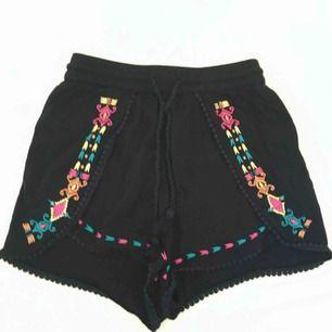 Boho shorts från H&M's coachella collection. Storlek 36.   Skickas mot fraktkostnad.