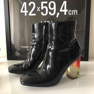 Lack skor från Mango, fint skick! Köparen står för frakt! Kan mötas i Stockholm!