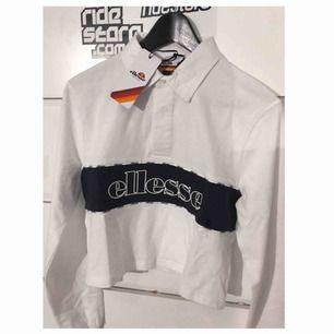Säljer en helt oanvänd tröja ifrån ellesse, med prislapp kvar. Det är en magtröja modell.  Går att mötta upp i Uppsala, om köpare bor där. Annars till kommer frakt.  Säljer bara till seriösa köpare!!