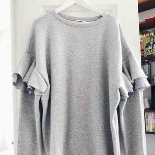Mjukis-klänning från HM. Använd endast två gånger. Skickas mot frakt eller möts upp i centrala Stockholm.