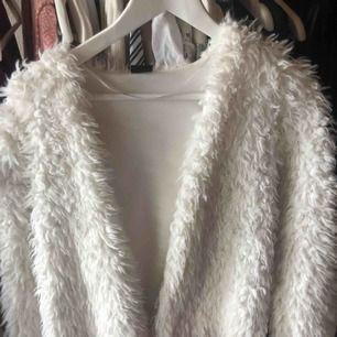 Fluffig kofta från Gina tricot