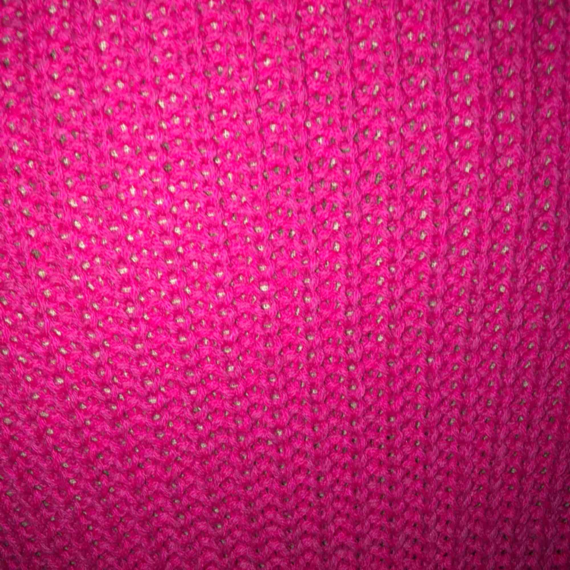 En fin rosa overzied stickad tröja, ny skick nästan aldrig använd!. Stickat.