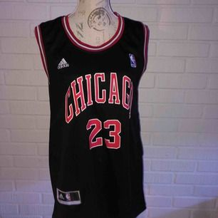 Basketlinne, svart/röd! Bulls, 23 Jordan!