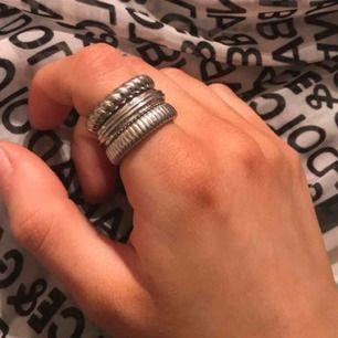 Ring set från Calvin Klein, ringarna är gjorda av stål, priset kan diskuteras vid snabbt affär!