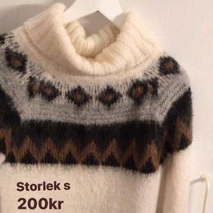 Säljer denna ursnygga tröja i storlek S! Nypris: 1300kr. Säljer för: 200kr! ALDRIG ANVÄND