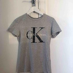 T-shirt från Calvin Klein, nypris 499kr!!  Frakt kan tillkomma!!