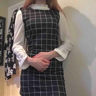 Superfin rutig klänning
