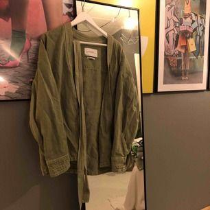 Kimono i linen, skitsnygg armygreen