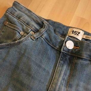 Ett par skinny jeans från lager 157. De är i gott skick och sparsamt använda.  Jag kan mötas i Uppsala/Täby. Betalning sker via swish/kontant. Kan även posta, men då står köparen för frakten.
