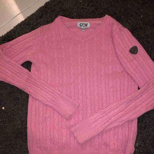 Rosa ribbad tröja från crw i storleken 146/152 kids. Användare inte så någon annan skulle nog ha mer nytta av den😊