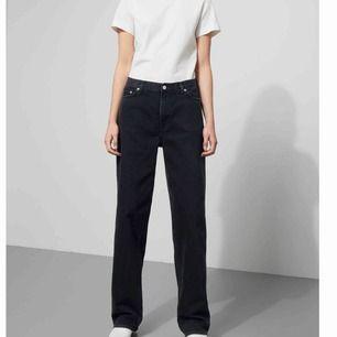 Rail black jeans från weekday Knappt använda. Köparen står för frakten