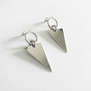 Stilrena silverörhängen i mycket bra skick! 💕  Aldrig använda ✨  fri frakt 💌