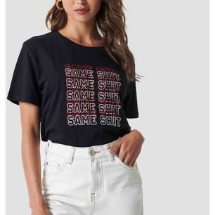 T-shirt från NA-KD i storlek XS. Använd ett fåtal gånger. Jättefint skick! Köparen står för frakten🖤