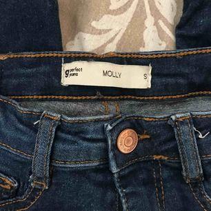 Molly jeans från gina tricot, knappt använda. Kan frakta men då står köparen för frakten!😊 Frakt:50kr