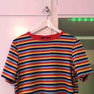 Denna supersnygga tröja är sparsamt använd och jag säljer den för att den skulle komma till mer användning hos någon annan! Priset gäller exklusive frakt🔥