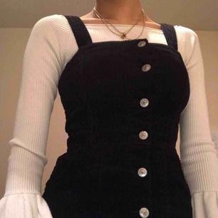 Svart söt klänning från hm, använd endast 1 gång.