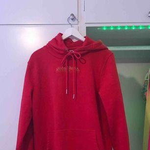 En superfin hoodie i nyskrick! Jag säljer denna pga att den skulle komma till mer användning för någon annan❣️