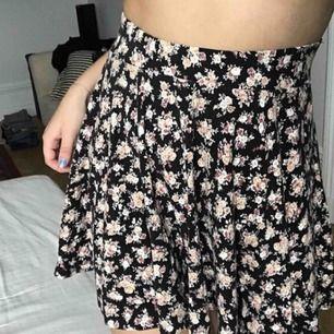 Superskön och fin kjol från Urban Outfiters🌸