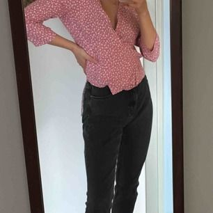 Skit snygga grå/svarta jeans från monki