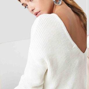 Snygg populär tröja från Na-kd Använd men i fint skick! Frakt 60kr, totalt 180kr Hämtas upp hemma hos mig eller du står för fraktkostnad  Skriv för fler bilder
