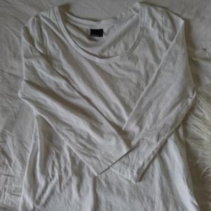Fin båtaringad vit trikå tröja med trekvarts ärmar från gina Tricot. Frakt 18kr betalning via swish