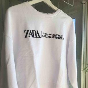Vit fräsch sweatshirt från Zara! Helt ny, prislapp kvar. Skriv privat för mer info