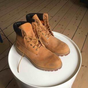 Timberland boots, använda max 10 gånger, lite smuts men det går lätt bort, frakt ingår.
