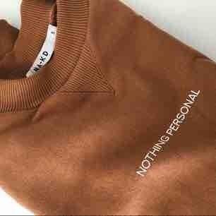 Snygg croppad tröja. Mkt fint skick. Frakt tillkommer