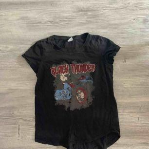 T-shirt från gina tricot i storlek XS   Köparen betalar frakt 🌸