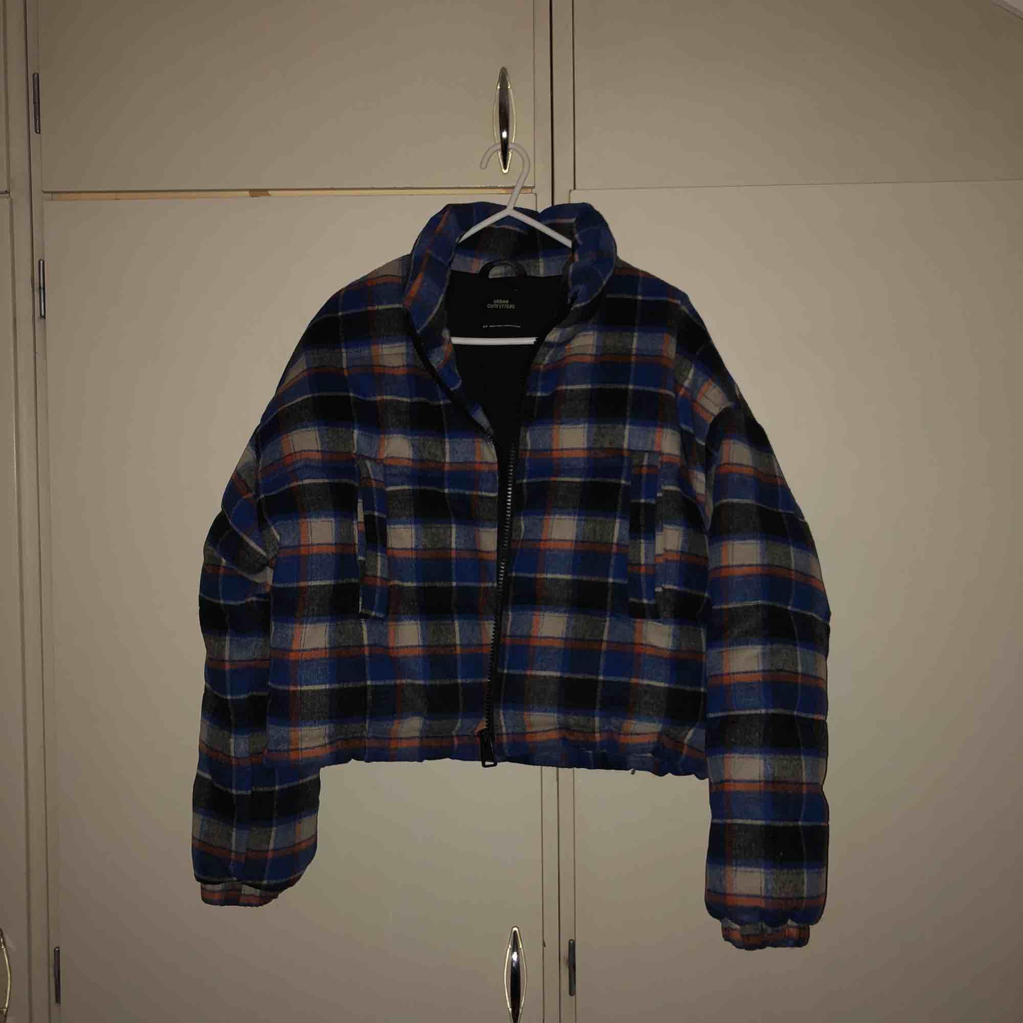 skitnice i princip oanvänd jacka från urban outfitters!! perfekt nu när de fortfarande e lite kyligt ute. lite kortare i modellen. kan gå ner i pris vid snabb affär (den kostar ca 1400 i nypris). Jackor.