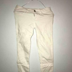 Vita slimfit jeans från Hollister