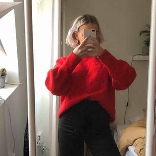 Stickad tröja från H&M, varm och skön! Köparen står för frakt, möts upp i Stockholm!