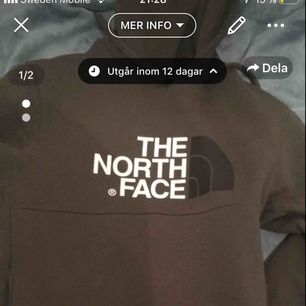 North face hoodie strl s. Köpt från Jd för 800 använd max 1-2 gånger. Inte alls tvättat.