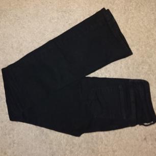 Bootcut jeans från HM i fint skick . Frakt 36kr betalning via swish