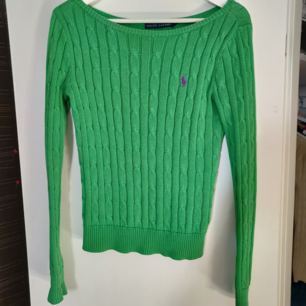 Grön Ralph Lauren tröja i fint skick. Säljes för att jag inte använder den. Frakt tillkommer (45 kr) 🌟